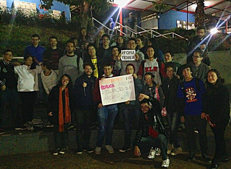 Fim da mesa redonda sobre o movimento estudantil, mostrando o apoio dos estudantes do Cotuca ao movimento.